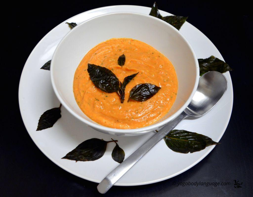 томатный суп из базилика и авокадо