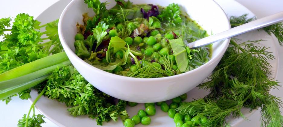 Зеленый суп из свежего горошка