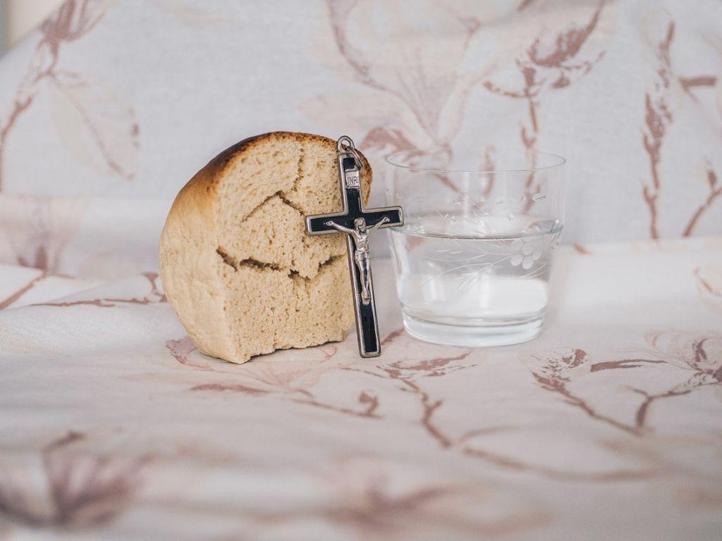 Практика осознанности в еде — Библейское Причастие